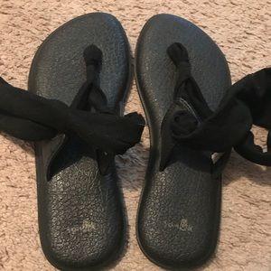 Sanuk black flip flops